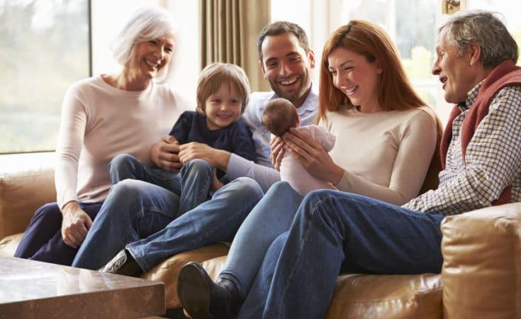 neonato con la sua famiglia